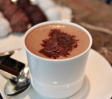 Hot-chocolate-and-truffels-at-Srungli-Zurich-edit